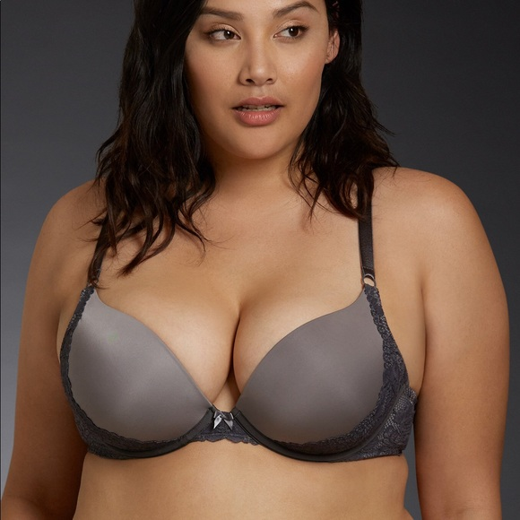 5c9aef4bf7a1e Torrid lace push up bra with strappy back. M 5a6e43af3800c587d05a44f3